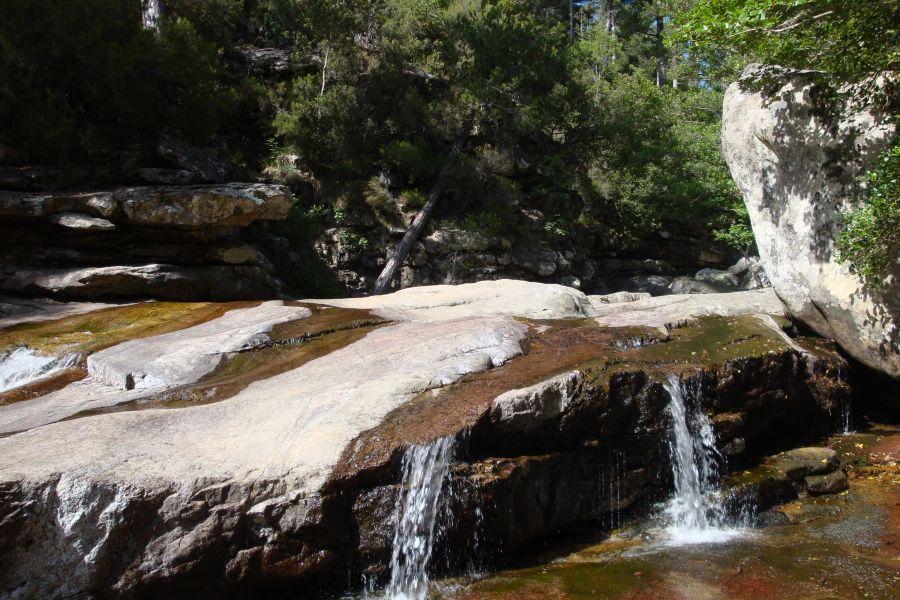 Piscine naturelle foret d aitone for Col de bavella piscine naturelle